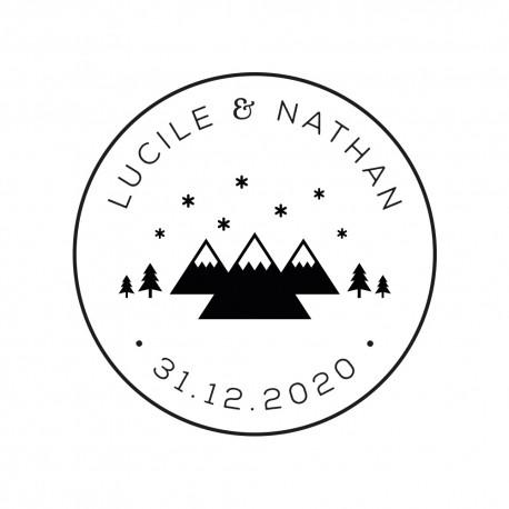 Tampon mariage personnalisé rond illustré de montagnes et sapins